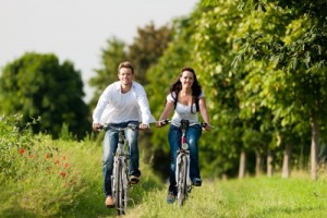 couple-biking-path-3630489